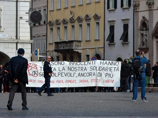 """Rischiano di tornare in cella quattro dei sette anarchici del """"covo"""" di Civezzano"""