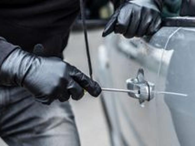 Roma, ladro 'tecnologico' prova a rubare un'auto con il disturbatore di frequenze: arrestato