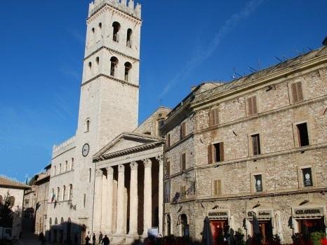 Assisi, dipendenti comunali licenziati e sospesi. Sindaco: «Doveri prima dei diritti»