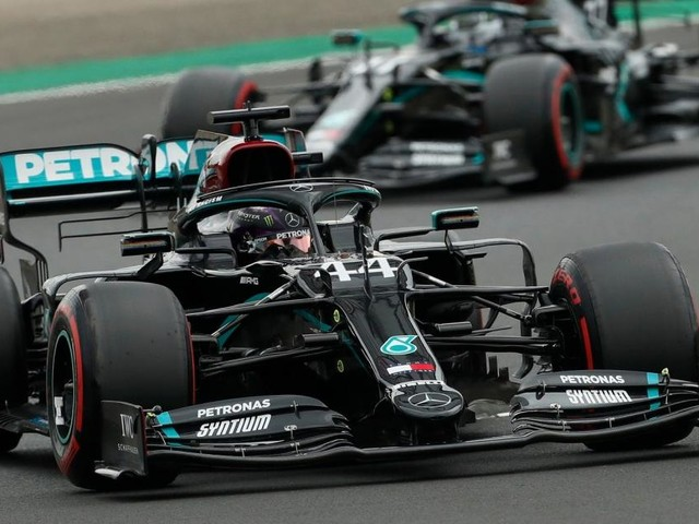 F1, Silverstone: dominio Mercedes, pole di Hamilton su Bottas, terzo Verstappen