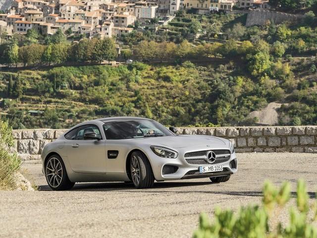 Mercedes-AMG GT Roadster - Ecco perché scegliere la versione en plein air - VIDEO