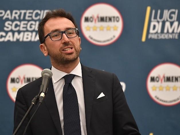 """Legittima difesa della discordia, Bonafede contro Salvini: """"non è di sua competenza"""""""