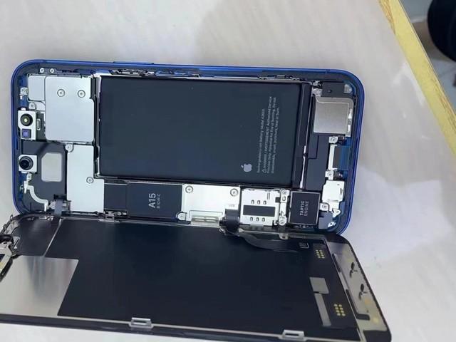 iPhone 13, come cambia dentro? Ecco le immagini del primo teardown parziale