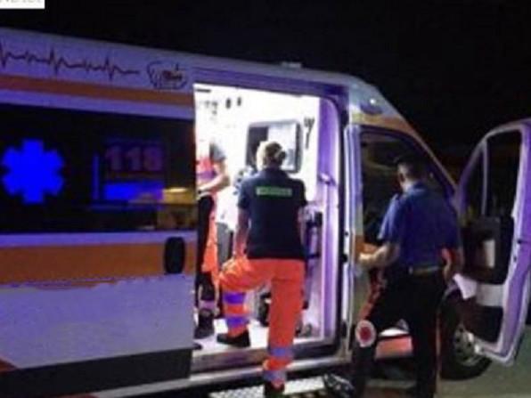 Esce da un locale sul lungomare, donna muore travolta da un'auto