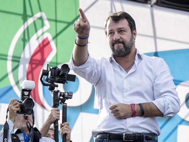 Salvini si vendica del mojito E indica i nemici: Conte e Colle