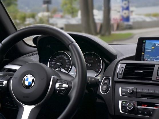 Come collegare il navigatore del telefono alla macchina