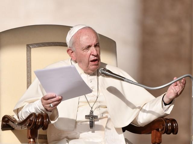 """Papa Francesco lancia l'allarme: """"Certi politici parlano come Hitler"""""""