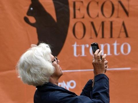 Alle 15 al via il Festival dell'economia (online) Ambiente e crescita il filo conduttore Oggi in edicola l'inserto speciale dell'Adige