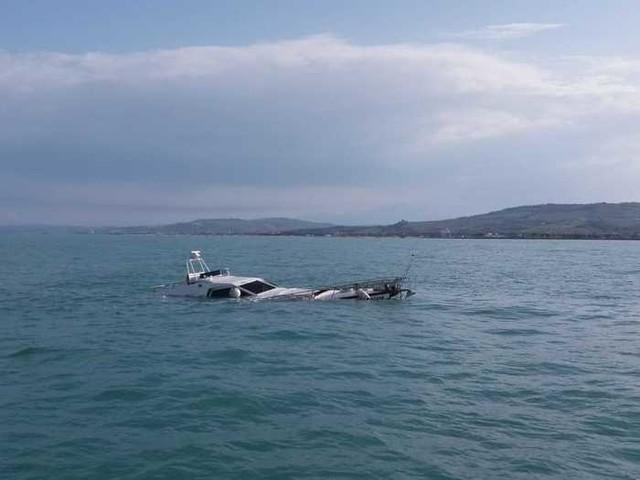 Fumo da barca diporto, Guardia costiera soccorre 2 naufraghi