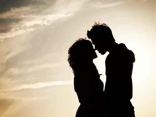 """La Scienza conferma il ruolo """"analgesico"""" del partner: averlo accanto diminuisce il dolore"""