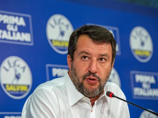 """Salvini: """"Ricevo insulti ogni giorno ma non transigo su minacce morte"""""""