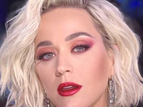 Harleys In Hawaii è il nuovo singolo di Katy Perry, un pop latino prodotto da Charlie Puth (video, testo e traduzione)