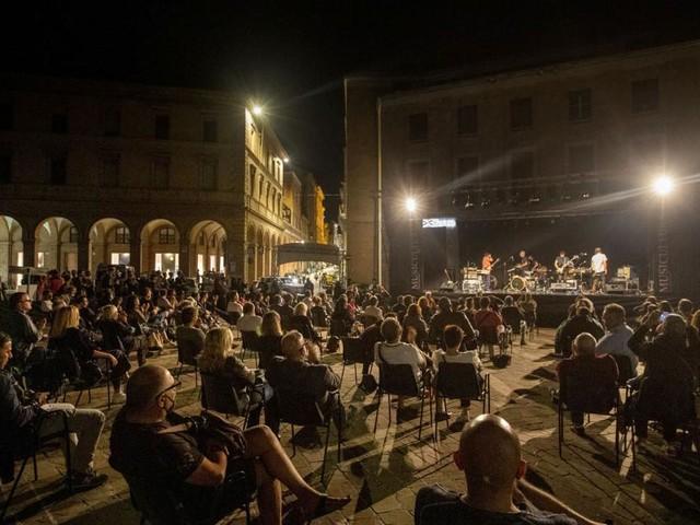 Musicultura 2020, i vincitori si esibiscono in piazza a Macerata nel ricordo di Piero Cesanelli