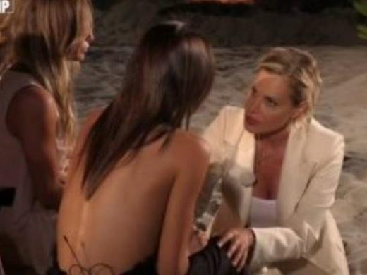 Temptation Island Vip, Nicoletta piange per Bettarini. E la Ventura la consola