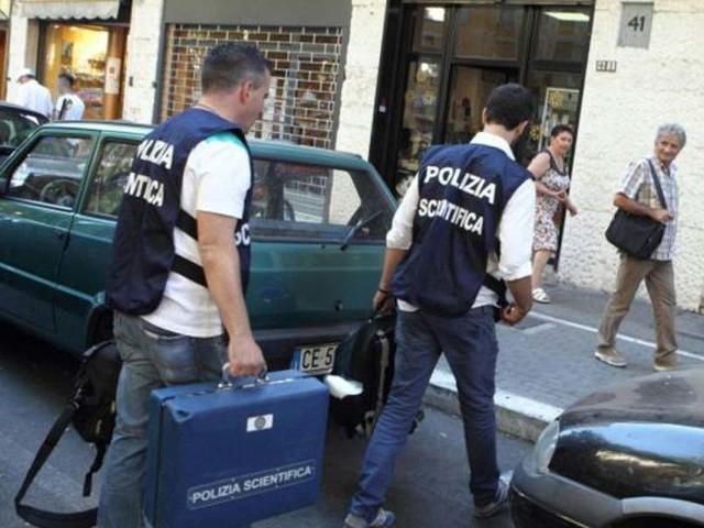 Scalza e con la testa bruciata: cadavere di una donna a Roma