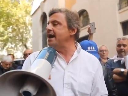"""Calenda insulta Salvini e Meloni: """"Non lavorano, vivono di cagnara"""""""