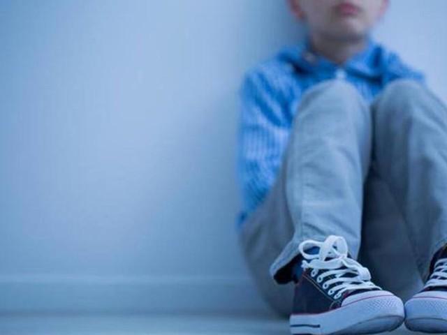 Il bimbo di 8 anni «adottato» dai vigili urbani perché la mamma non lo vuole più