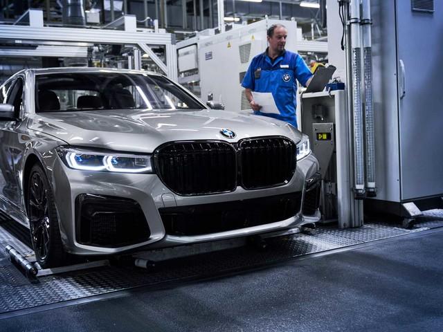 BMW i7S, un bolidi elettrico da 670 CV e 600 km di autonomia