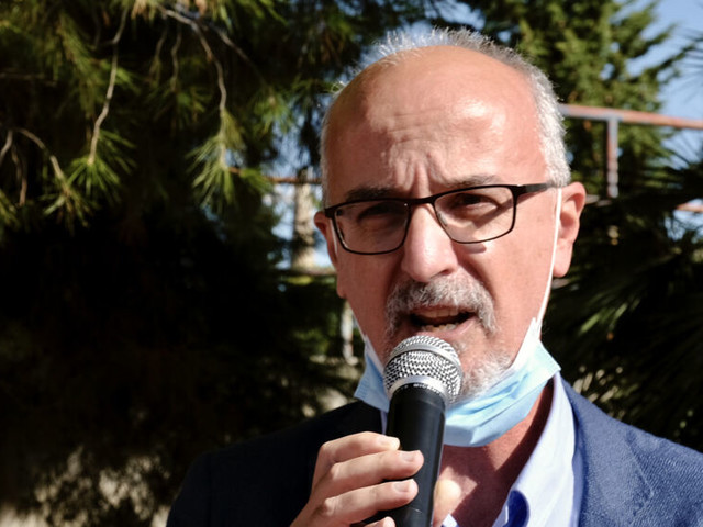 """Covid in Puglia, Lopalco: """"Scuola incubatore di infezione. Contagio propagato da studenti a personale"""""""