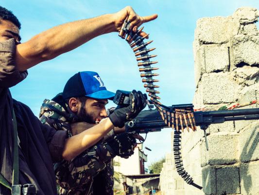 Bombardata scuola militare a Tripoli, decine di morti