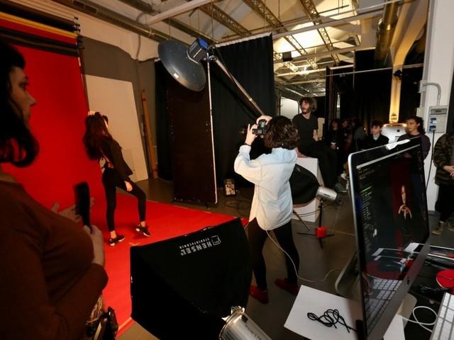Prove di incisione e fotografia: l'Istituto di design di Milano apre le porte agli aspiranti creativi
