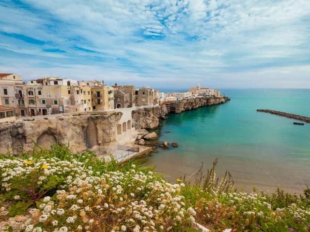Vieste, il cuore candido del Gargano tra spiagge e leggende