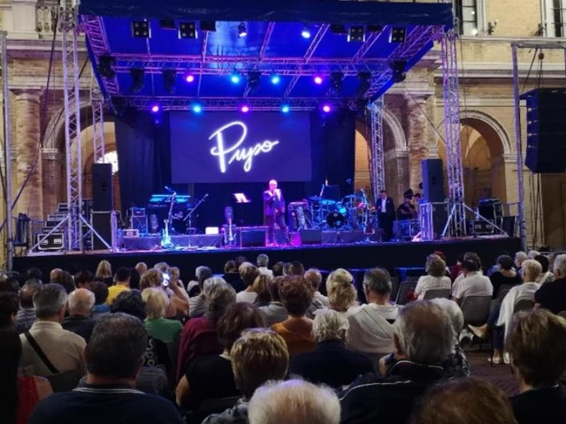 """Recanati, Giuseppe Trisolini apre il concerto di Pupo con il brano """"Anema e Core"""""""
