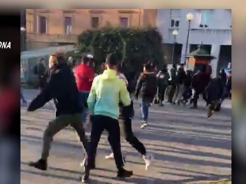 Pestaggi per divertimento: arrestati 7 giovanissimi e 18 denunciati Vittime di Piadena e S.Giovanni-LE FOTO