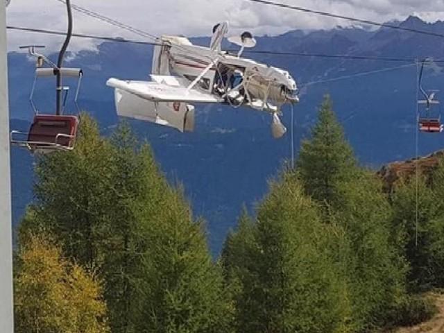 Sondrio, aereo ultraleggero resta appeso ai cavi della seggiovia: un ferito