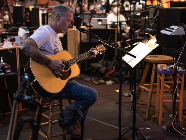 """James Hetfield sul vaccino anti Covid: """"Sono scettico"""", e parla del nuovo album dei Metallica"""