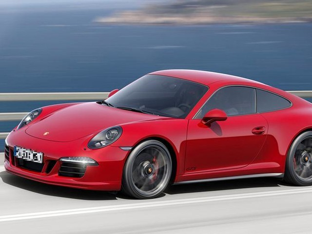 Brescia, girava in Porsche ma percepiva il reddito di cittadinanza. Denunciato