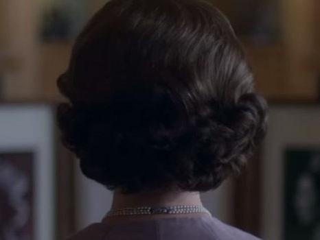 Il primo teaser trailer di The Crown 3 è la metafora perfetta del nuovo volto della Regina (video)