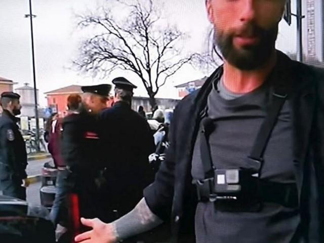 Brumotti e collaboratori aggrediti a Monza: cameraman ferito ad una gamba