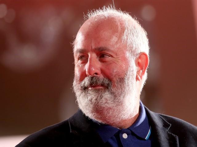 Addio a Roger Michell: si è spento il regista di Notting Hill