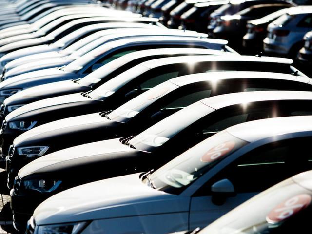 Mercato auto: -17% ad aprile, bene ibride ed elettriche