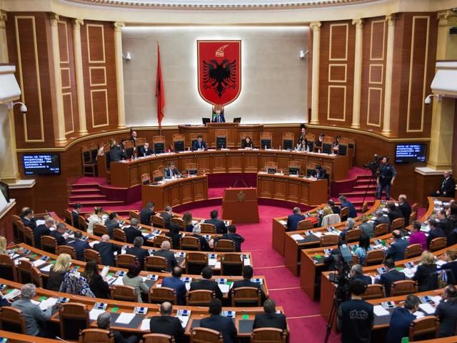 Il parlamento albanese vota a favore dell'adesione della Macedonia del Nord nella NATO