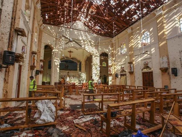 Bombe contro chiese e hotel: oltre 290 morti, 13 arrestati