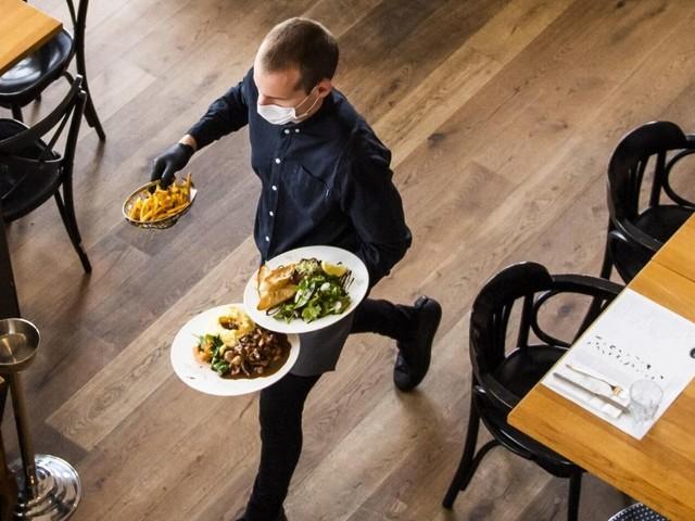 Asola, un caso unico: il ristorante ancora aperto perché funziona come servizio mensa