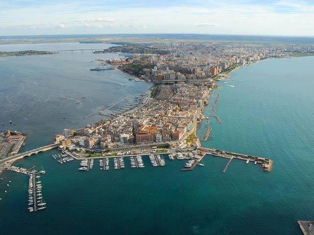 Taranto: blitz antidroga, venti arresti All'alba