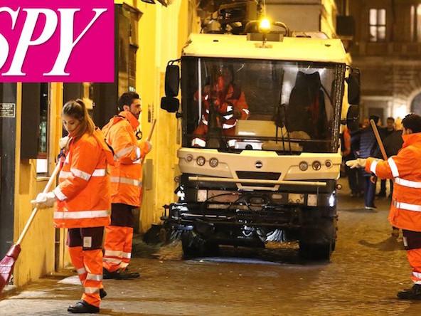 Netturbini di Maria: ecco gli Amici della De Filippi al lavoro per pulire le strade di Roma