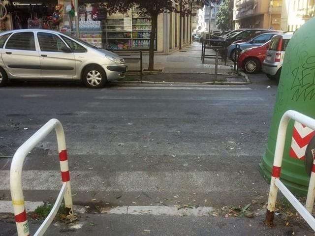 Via Flavio Stilicone: in attesa della pedonalizzazione servono le strisce pedonali
