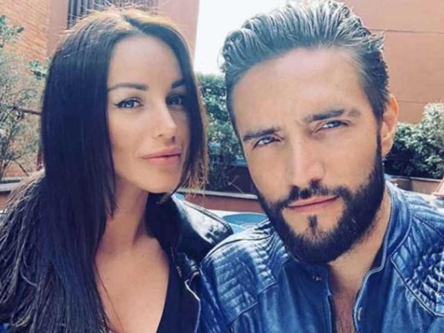 Alex Belli e Delia Duran finiscono al pronto soccorso dopo essere stati aggrediti dall'ex partner di lei