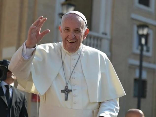 """""""La sofferenza rende migliori"""". Quando Bergoglio patì dolori ai polmoni e solitudine"""