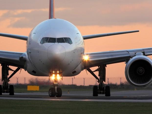 La follia dei rincari sui biglietti aerei a Natale: oltre 700 euro per volare da Milano a Catania e rientrare dalle vacanze