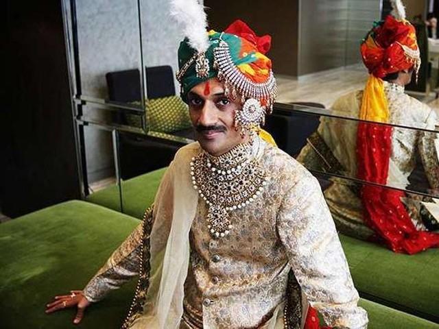 Il principe gay dell'India diseredato apre il suo palazzo alla comunità Lgbt