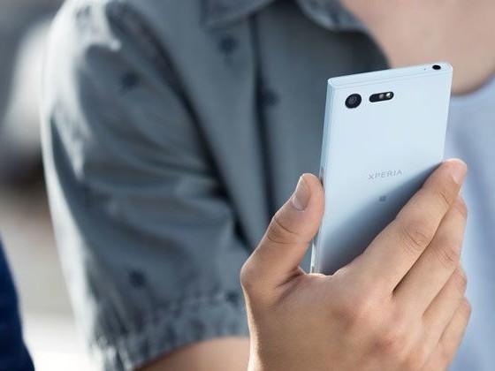 Sony Xperia X Compact in prova: uno smartphone piccolo, potente e con Android 7