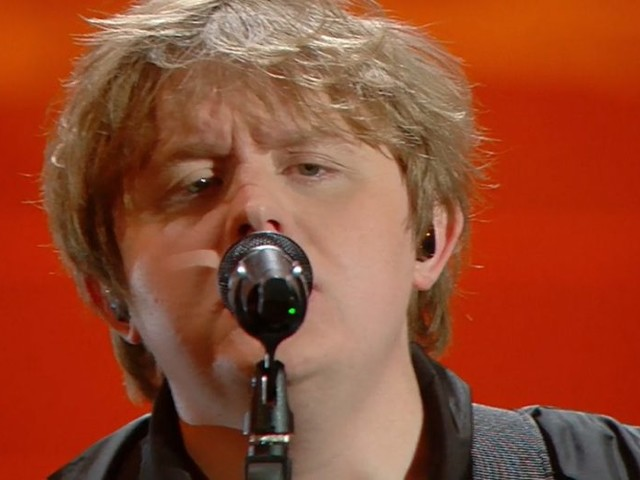 Lewis Capaldi a Sanremo 2020 tra Someone You Loved e Before You Go (video)