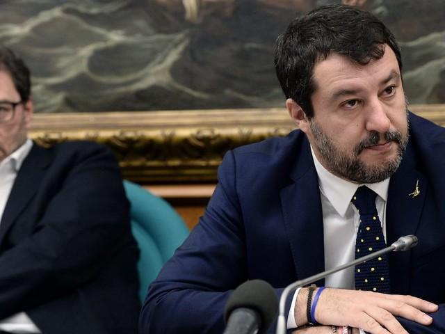 """Giorgetti """"sconfessa"""" Salvini """"No al referendum""""/ Caos Lega: """"É un favore al Governo"""""""