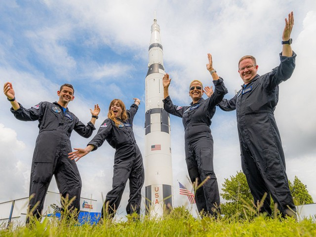 SpaceX di Elon Musk porta in orbita i suoi primi turisti spaziali