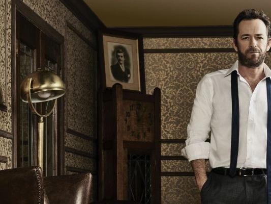 Luke Perry, la morte del suo personaggio in Riverdale: l'omaggio della serie tv con guest star d'eccezione